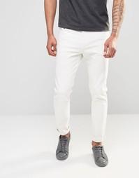 Суженные книзу белые джинсы с заниженным шаговым швом Weekday Sunday