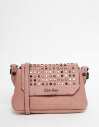 Cумка через плечо с заклепками Calvin Klein - Молочный коралл