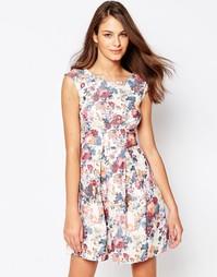 Платье в складку с цветочным принтом Closet - Кремовый