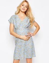 Чайное платье с ананасовым принтом Closet - Бледно-синий