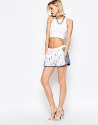 Кружевные шорты с завышенной талией и нашивкой‑логотипом adidas Origin