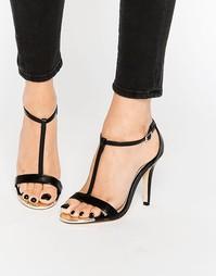 Черные лакированные босоножки на каблуке с T-образным ремешком Call It
