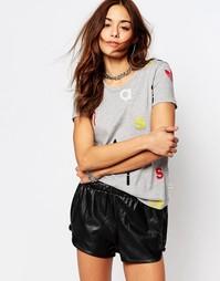 Приталенная футболка с принтом букв и трилистником adidas Originals
