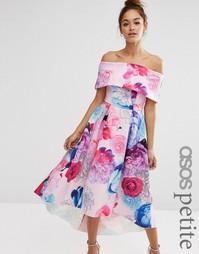Платье макси с открытыми плечами и цветочным принтом ASOS PETITE