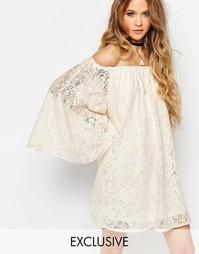 Кружевное платье с открытыми плечами и расклешенными рукавами Reclaime Reclaimed Vintage