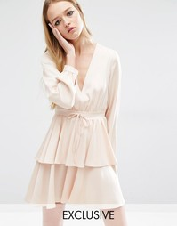 Платье с оборками и поясом Reclaimed Vintage - Телесный
