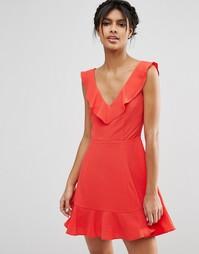 Короткое приталенное платье с рюшами ASOS - Красный