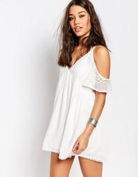 Свободное платье с кружевной вставкой и открытыми плечами Missguided