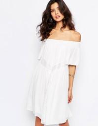 Белое свободное платье с открытыми плечами Y.A.S Lela - Белый