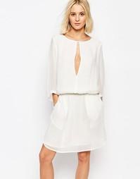 Приталенное платье с разрезом спереди Gestuz - Белый