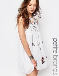 Короткое приталенное платье с цветочной вышивкой Glamorous Petite