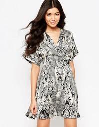 Платье-кимоно с принтом Mela Loves London - Кремовый