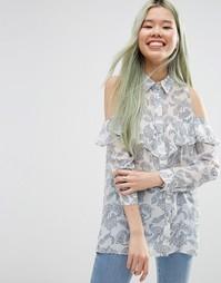 Блузка с принтом пейсли, открытыми плечами и рюшами ASOS - Мульти