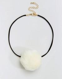 Ожерелье-чокер ограниченной серии с помпоном из искусственного меха Asos