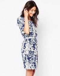 Короткое приталенное платье с абстрактным принтом Ichi - Синий