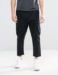 Черные укороченные брюки карго с заниженным шаговым швом ASOS - Черный