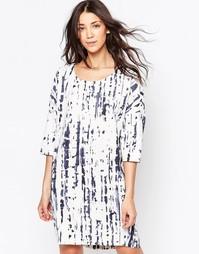 Цельнокройное платье с рукавами 3/4 и цифровым принтом Ichi - Белый