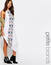 Платье макси с вышивкой Boohoo Boutique Petite - Белый