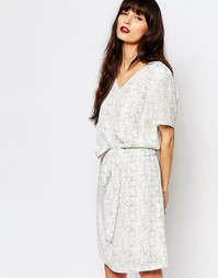 Платье с принтом и завязывающимся поясом Just Female Birch