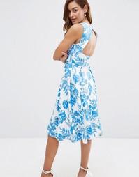 Платье миди с голубым цветочным принтом и вырезом на спине ASOS