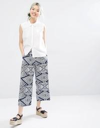 Укороченные брюки с принтом Monki - Синий принт
