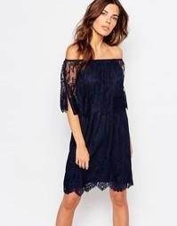 Кружевное двухслойное платье с открытыми плечами Vila - Темно-синий