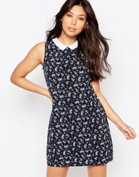 Цельнокройное платье с цветочным принтом и контрастным воротником Yumi