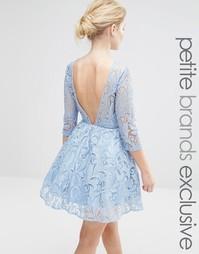 Платье для выпускного с пайетками и вырезом на спине Chi Chi London Pe