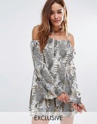 Платье с открытыми плечами и животным принтом Reclaimed Vintage