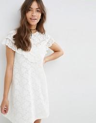Кружевное свободное платье с рюшами на кокетке ASOS - Кремовый