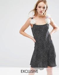 Свободное платье с цветами на бретельках Reclaimed Vintage - Черный