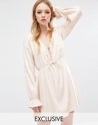 Платье с оборками на рукавах Reclaimed Vintage Boho - Телесный