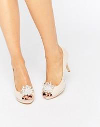 Телесные туфли с декоративной брошью и открытым носком Miss KG Gazelle