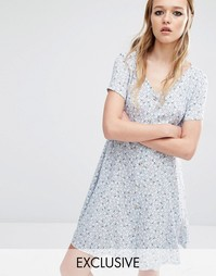 Платье на пуговицах спереди с неярким принтом Reclaimed Vintage