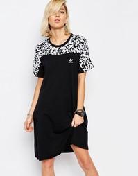 Платье-футболка с принтом adidas Originals - Цветной