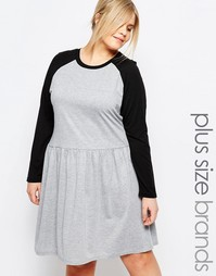 Короткое приталенное платье с контрастными рукавами реглан One Day Plu