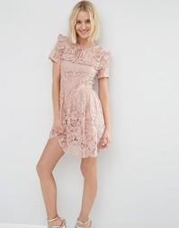 Короткое приталенное платье из кружева с рюшами ASOS - Blush