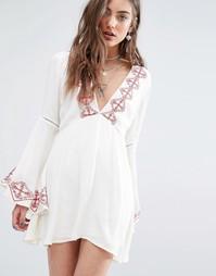 Платье с глубоким вырезом и вышивкой Kiss The Sky - Кремовый