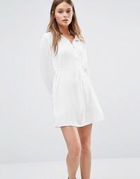 Платье-рубашка на молнии спереди QED London - Кремовый