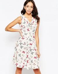 Платье со свободным воротом и принтом бабочек Closet Blu - Кремовый