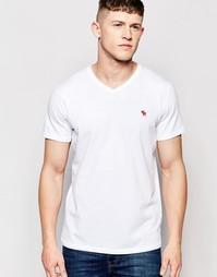 Белая облегающая футболка с V‑образным вырезом Abercrombie & Fitch