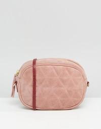 Овальная стеганая сумка через плечо из замши с цепочкой ASOS - Розовый