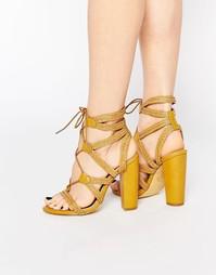 Плетеные сандалии на блочном каблуке Missguided - Горчичный