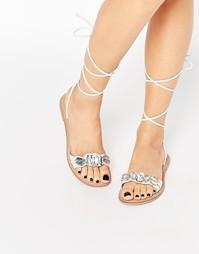 Кожаные сандалии с камнями и завязками ASOS FOCUS - Белый