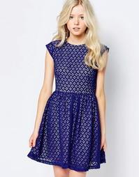 Кружевное короткое приталенное платье Sugarhill Boutique - Синий