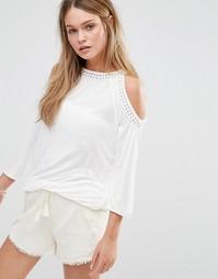 Топ с открытыми плечами и отделкой кроше Esprit - Белый