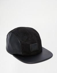 5-панельная кепка из искусственной кожи и замши ASOS - Черный