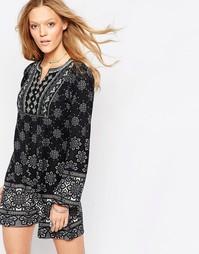 Свободное платье с длинным рукавом и принтом QED London - Серый