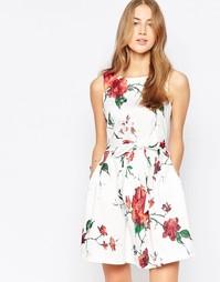Короткое приталенное платье с цветочным принтом и бантом Closet