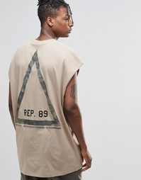 Свободная футболка без рукавов с камуфляжным принтом ASOS
